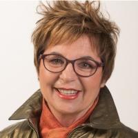 Mary Jaksch headshot x200