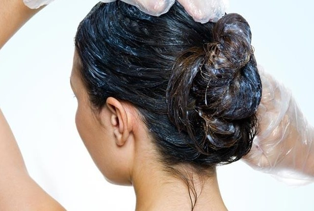 Use Egg Yolk mask for dandruff