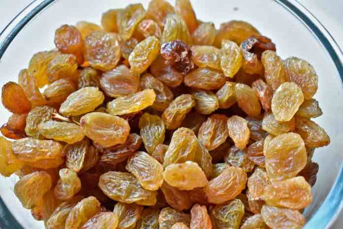 dried grapes or raisins to combat anemia