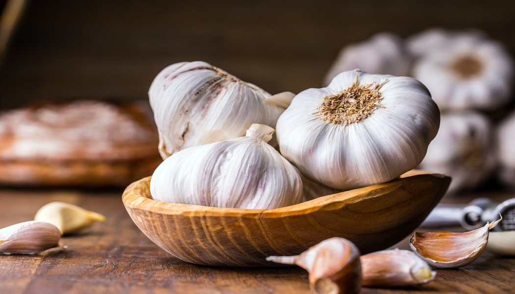 garlic for treat chest acne