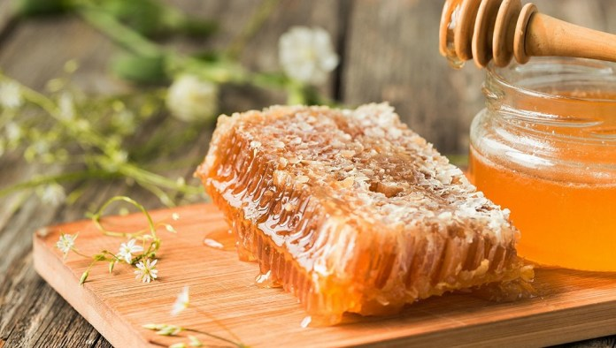 raw honey for the cure of dry skin disease