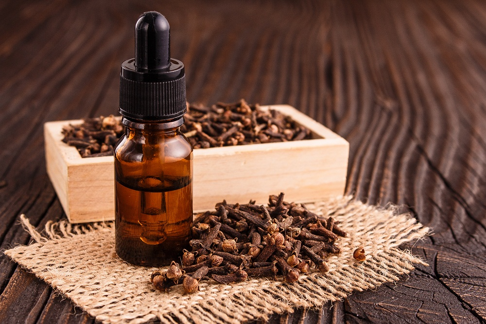 clove essential oil for a sinus headache