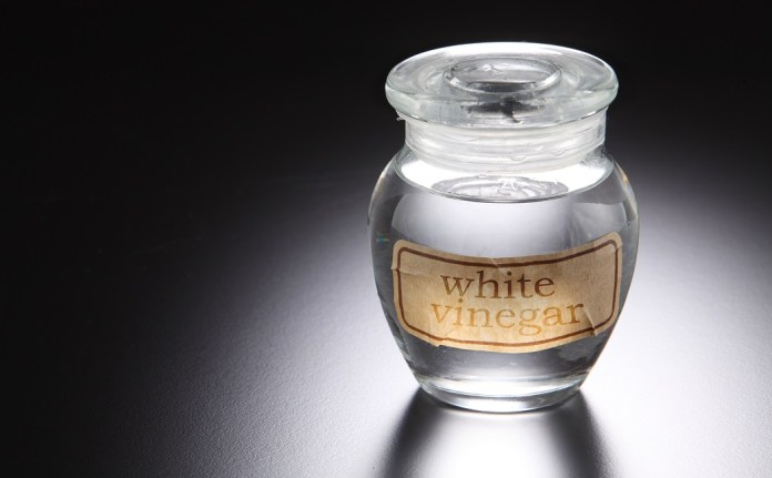 white vinegar for get rid of toenail fungus