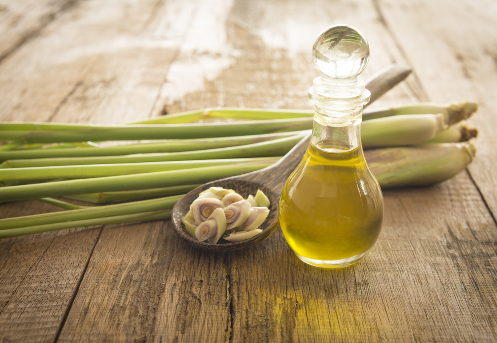 Lemongrass oil for frizzy hair