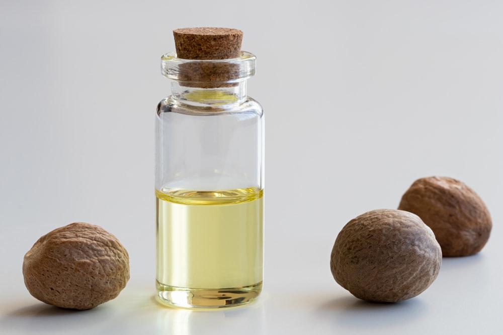 Nutmeg oil-min