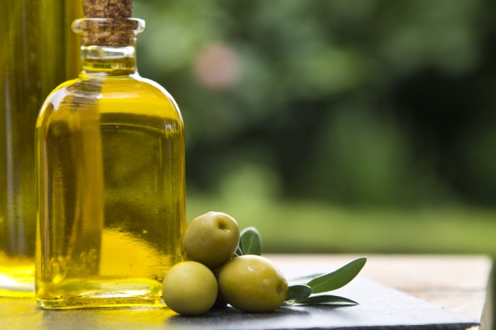 Olive oil for dry scalp