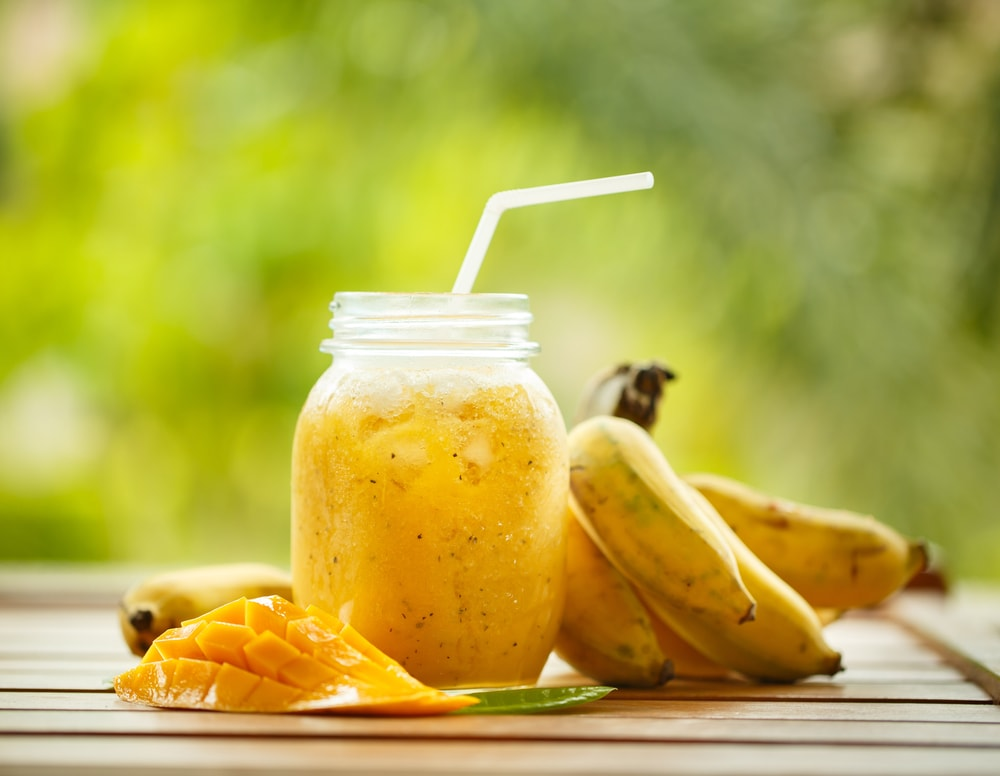 mango and banana smoothie-min