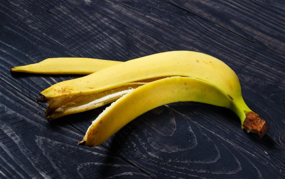 Banana peel for moles