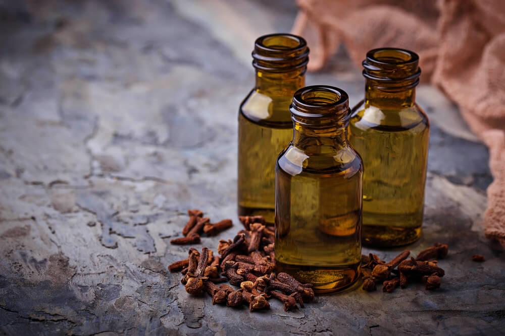 Clove Oil Uses