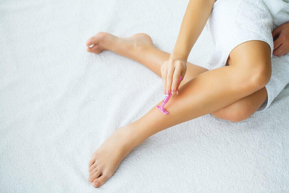 razor on legs
