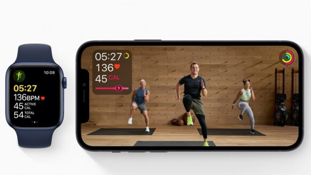 Apple Fitness + video with Apple Watch alongside with active workout