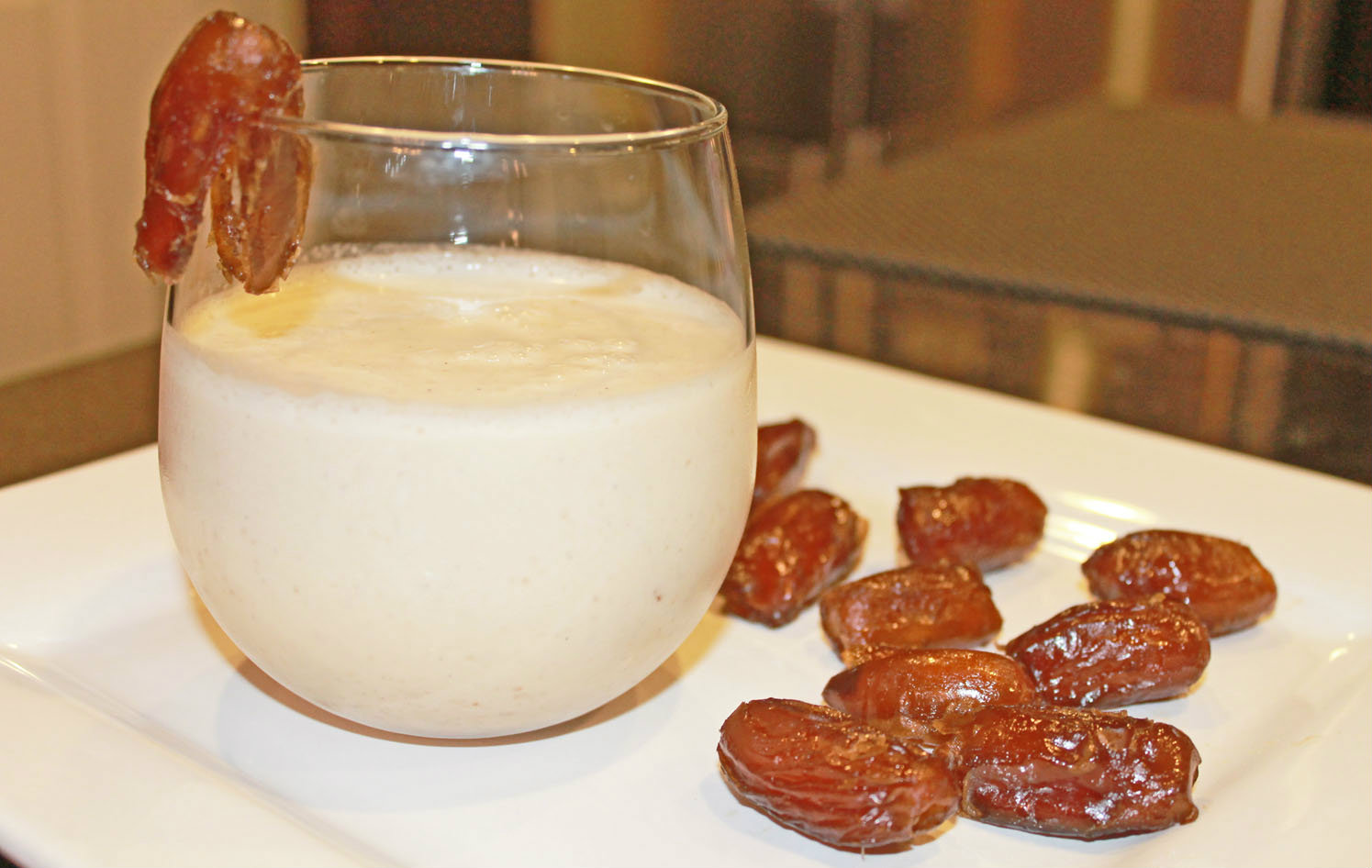 Date and Almond Milk Smoothie