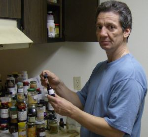Tony Pantalleresco in his kitchen www.howtohavehealth.com