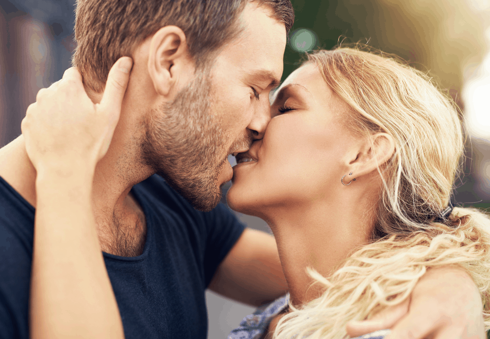 How to kiss a girl the best way