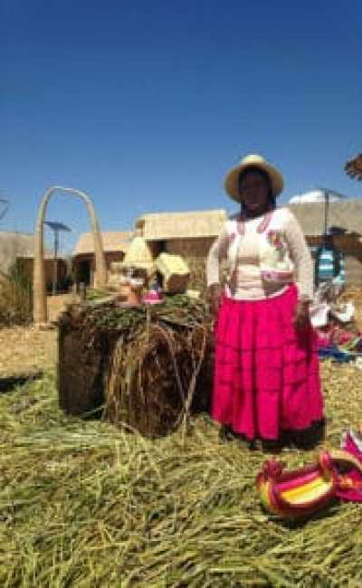 Lake Titicaca Experience - Local demonstrating how the islands are created