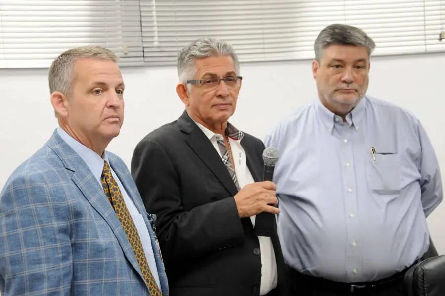 Los señores Bernard J. Theisen, Vicepresidente de Lear Corporation, Douglas B. Constable, CEO de Accumed y Ramón Olivares Vicepresidente de Alianzas Estratégicas de Accumed.