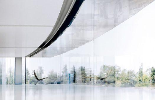 Vista de la fachada de cristal.