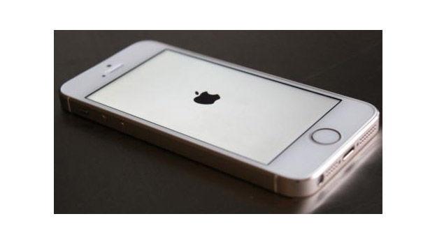 Apple-promete-arreglar-la-Pantalla-Blanca-error-en-iOS-7