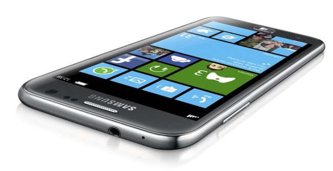 Samsung lanzara SM-W750V Windows Phone