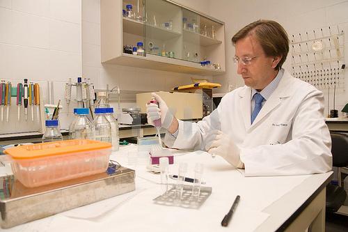 El buñolense Carlos Simón, Premio de Investigación Biomédica 2021 de la Fundación Lilly