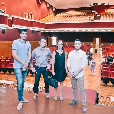 Maria Josep Amigó ha visitat el Teatre de Xiva acompanyada per l'alcalde, Emili Morales