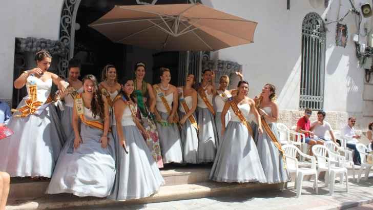 Las imágenes del desfile del Día de las Músicas en Buñol