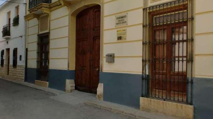 Macastre recibe de Ximo Puig la Emisora de Emergencia Móvil conectada con los servicios de emergencia