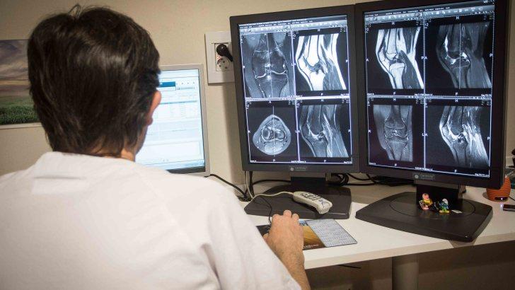 El Hospital de Manises, pionero en la aplicación de nuevas tecnologías para mejorar las operaciones de prótesis de rodilla