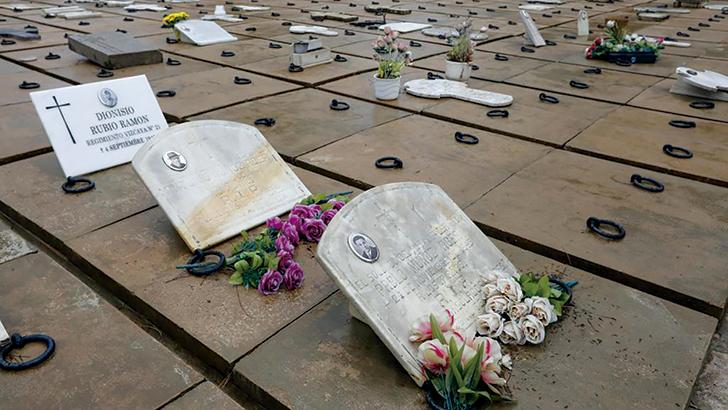 Los Ocho de Buñol siguen en las tumbas