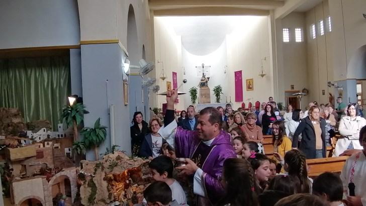 La parroquia Nuestra Señora de los Dolores de Buñol inaugura su tradicional Belén