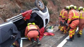 Dos heridos en el vuelco de un coche a la altura de Buñol