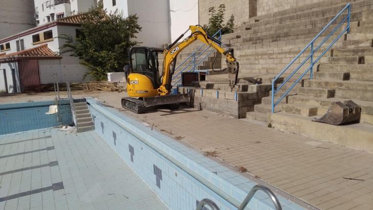 Las obras de la Piscina Municipal y de la Sala de Estudio de Buñol entran en la segunda fase