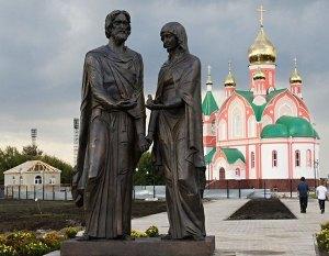 Храм и памятник Петру и Февронии в Курчатове Курской обл.