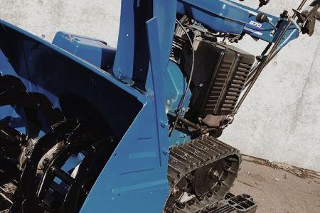 ヤマハ除雪機YSM870前期8馬力ビンテージモデル操作は前進4速後進2速のマニュアル大口径オーガなので雪の掻き込みも良く雪飛びも良い。だだシューターハンドルが左にあるのでオーカー回しながら飛雪方向を変えるのは腕を交差する必要がある。これもビンテージモデルならではの味。ナカムラ除雪機販売はプロフィールのリンクからどうぞ ←ヤフオクでも出品中#除雪機#ヤマハ#YAMAHA#冬#札幌#SAPPORO#中古除雪機販売#送料無料#全国発送#ヤフオク#ビンテージ