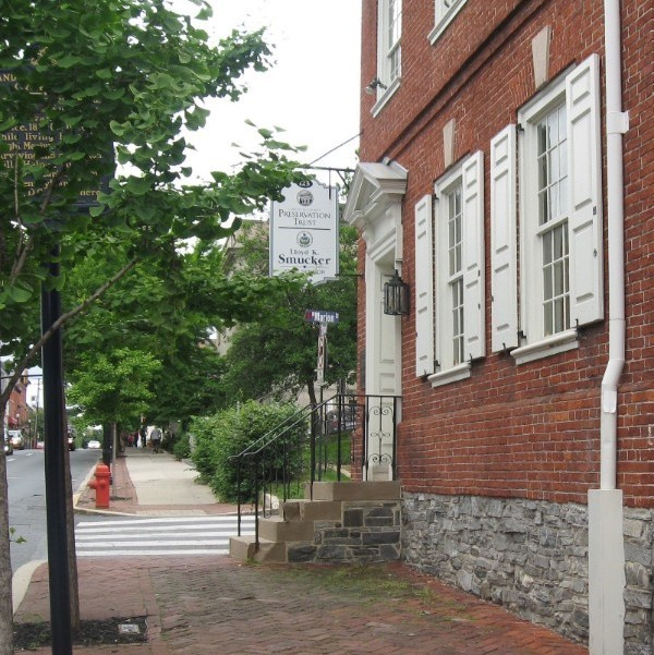 https://hptrust.org/wp-content/uploads/sehner-ellicott-von-hess-house-front-sidewalk.jpg