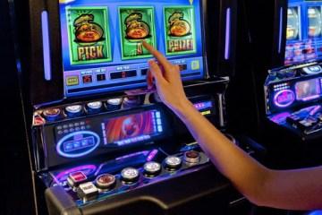 играть на деньги в игровые автоматы онлайн