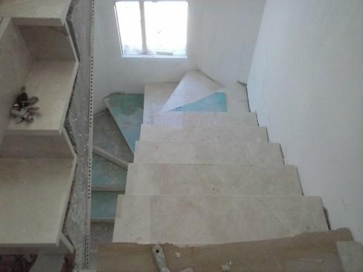 bajada escalera mármol