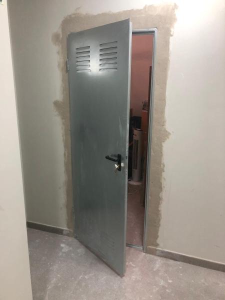 Puerta trastero galvanizada