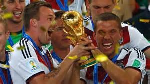 Kevin Großkreutz feiert die Weltmeisterschaft mit dem Team, obwohl er selbst keine Minute gespielt hat.