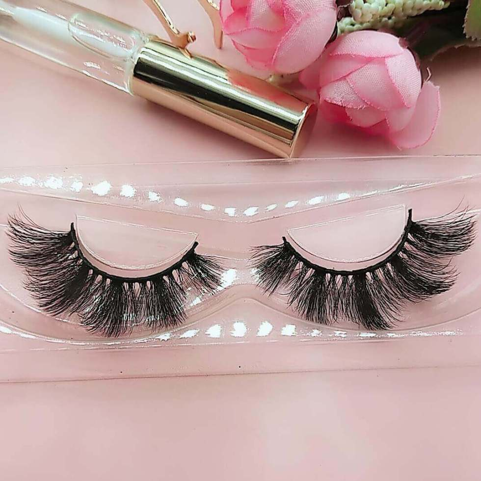 A pair of 3D faux mink eyelashes Vegan lashes DW06a Wand lashes