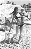 ARCHIVES - JANE BIRKIN , SERGE GAINSBOURG ET LEURS ENFANTS SUR L