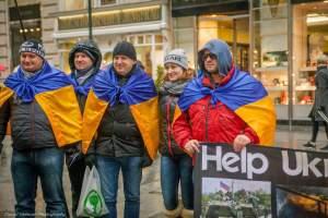 Волинському волонтеру збирають гроші на лікування