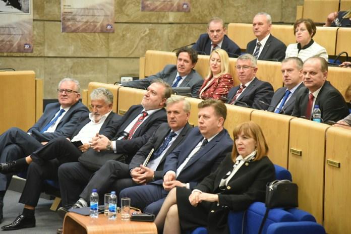 Zastupnički dom Parlamenta FBiH odobrio inicijativu Udruženja poslodavaca FBiH