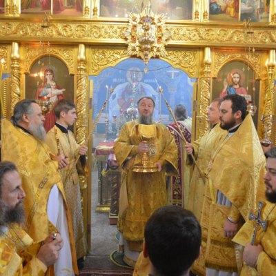 (Foto) Arhiepiscopul Savva a săvârșit Sfânta Liturghie în Biserica Arhanghelului Mihail din s. Hrustovaia