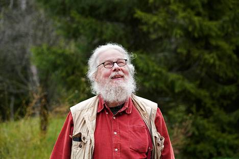 Author and translator Kai Nieminen photographed in the yard of his home in May 2020.