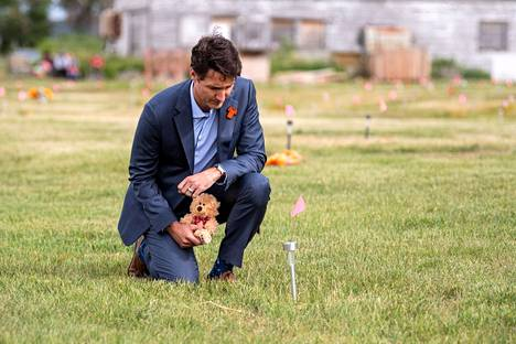 Canadian Prime Minister Justin Trudeau took a teddy bear to a tomb found in Saskatchewan in early July.