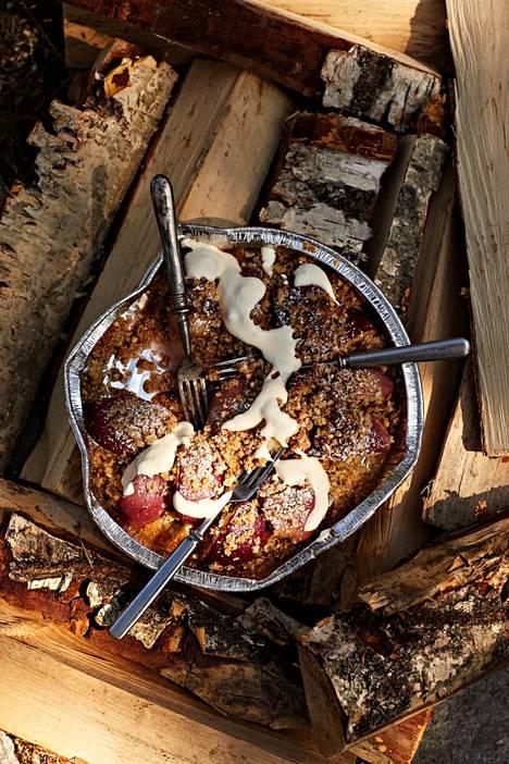 The crispy sweet nectarine fry tastes like a campfire with a gentle yoghurt foam.