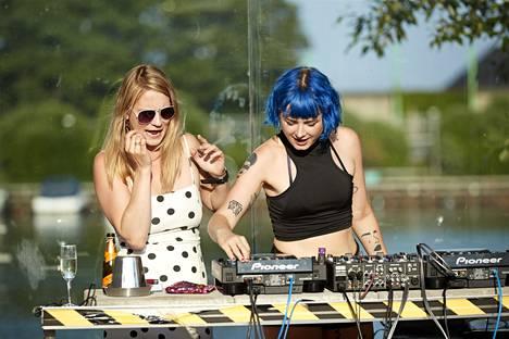 DJs Emma Huttunen and Jannica Tapanainen played on Leblo's terrace on Thursday night.