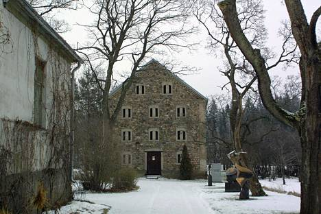Nissbackan olemassa olevia rakennuksia isännöi nykyään Jean Ramsay joka toimii Nissbackan veistospuiston kuraattorina.