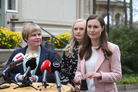 In the spring, there has been talk about whether Ohisalo will remain in the shadow of Annika Saarikko (left), chairman of the center, and Prime Minister Marin.
